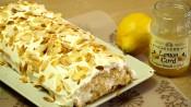 Cake met citroen en amandelen erbovenop