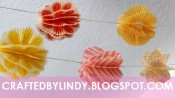 Slinger van driedimensionale cupcakevormpjes in rood, geel en oranje