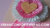 Vaantje van cupcakepapiertjes met een hartje