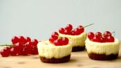 Gebakken kwarkcupcakes met rode bessen
