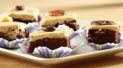 Brownies met glazuur en een noot