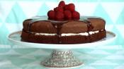 Chocoladetaart met slagroom en frambozen