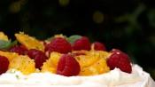 Pavlova met sinaasappel en frambozen